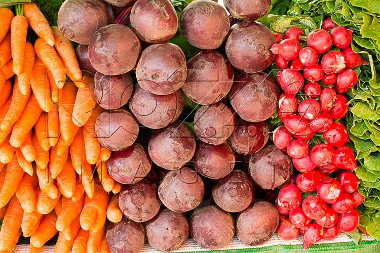 Legumes e verduras à venda  em feira livre, São Paulo - SP, 08/2016.