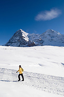 CHE, Schweiz, Kanton Bern, Berner Oberland, Grindelwald: Skiregion Kleine Scheidegg mit Eiger (3.970 m) + Moench (4.107 m) - Winterwanderweg | CHE, Switzerland, Canton Bern, Bernese Oberland, Grindelwald: Kleine Scheidegg - ski area with Eiger + Moench - hiker