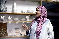 AIN DRAHAM, TUNISIA - SETTEMBRE 22:Atelier dell'artista della ceramica Adda Hizaoui che ha scelto di riattivare la vecchia fabbrica di famiglia con metodi tradizionali.