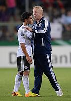 FUSSBALL INTERNATIONAL Laenderspiel Freundschaftsspiel U 21   Deutschland - Frankreich     13.08.2013 DFB Trainer Horst Hrubesch (re, Deutschland) umarmt Oezkan Yildirim (Deutschland) nach dem Spiel