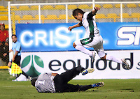 BOGOTA -COLOMBIA- 16-08-2013. Esteban Castañeda (Der)  de La Equidad  disputa el balon  contra Jimmy Schmidt ( Izq)  del Envigado Futbol Club ,  partido correspondiente a la cuarta fecha de La  Liga Postobonn segundo semestre disputado en el estadio  de Techo /  Esteban Castañeda(Right) of the Equity dispute the ball against Jimmy Schmidt (Left) of Envigado Futbol Club, game in the fourth round of the second half Postobonn League match at the Stadium Roof<br />  . Photo: VizzorImage /Felipe Caicedo  / STAFF