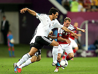 LVIV, UCRANIA, 17 JUNHO 2012 - EURO 2012 - ALEMANHA X DINAMARCA - Mats Hummels (E)  jogador da Alemanha disputa bola contra a Dinamarca em partida pelo terceira rodada do grupo B da Euro 2012 em Lviv na Ucrania neste domingo, 17. (FOTO: PIXATHLON / BRAZIL PHOTO PRESS).