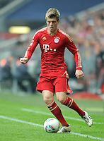 FUSSBALL   1. BUNDESLIGA  SAISON 2011/2012   29. Spieltag FC Bayern Muenchen - FC Augsburg       07.04.2012 Toni Kroos (FC Bayern Muenchen)  am Ball