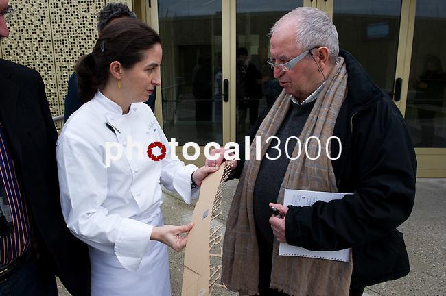 Elena Arzak (L) con Juan Mari Arzak (R) en el Basque Culinary Center
