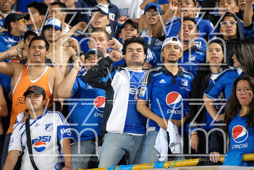 BOGOTA - COLOMBIA -31 - 03 - 2016: Hinchas de Millonarios animan a su equipo durante partido aplazado de la fecha 9 entre Millonarios y Atletico Nacional, de la Liga Aguila I-2016, jugado en el estadio Nemesio Camacho El Campin de la ciudad de Bogota.  / Fans of Millonarios cheer for their team during a postponed match between Millonarios and Atletico Nacional, for the date 9 of the Liga Aguila I-2016 at the Nemesio Camacho El Campin Stadium in Bogota city, Photo: VizzorImage / Luis Ramirez / Staff.