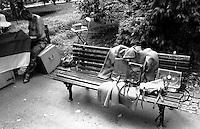 Belgrado, parco Kalemegdan. Un vecchio cappotto militare esposto su una panchina presso una bancarella --- Belgrade, Kalemegdan Park. An old military coat exposed on a bench near the stall of a pitchman