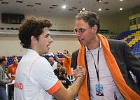 06-03-11, Tennis, Oekraine, Kharkov, Daviscup, Oekraine - Netherlands,  Robin Haase wint beslisende set, en wordt gefeliciteerd door KNLTB directeur Evert Jan Hulshof
