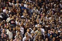 SAO PAULO SP, 20  FEVEREIRO 2013 - CAMPEONATO PAULISTA - SAO CAETANO X SAO PAULO -  torcida    durante partida valida pelo campeonato paulista de 2013 no Estadio  Anacleto Campanella em Sao Caetano do Sul, nesta quarta feira, 20. (FOTO: ALAN MORICI / BRAZIL PHOTO PRESS).