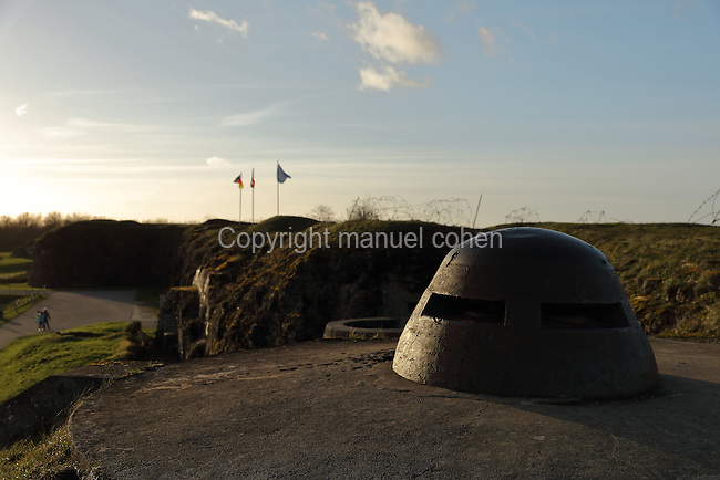 Fixed observation point with armoured casing, at the Fort de Douaumont, built 1885-1913, the largest of the 19 defensive forts around Verdun, Meuse, Lorraine, France. In 1916, during the Battle of Verdun in World War One, the German army occupied the fort, which was only recaptured after 9 months of intense fighting and the loss of tens of thousands of men, ending in the First Offensive Battle of Verdun on 24 October 1916. Picture by Manuel Cohen