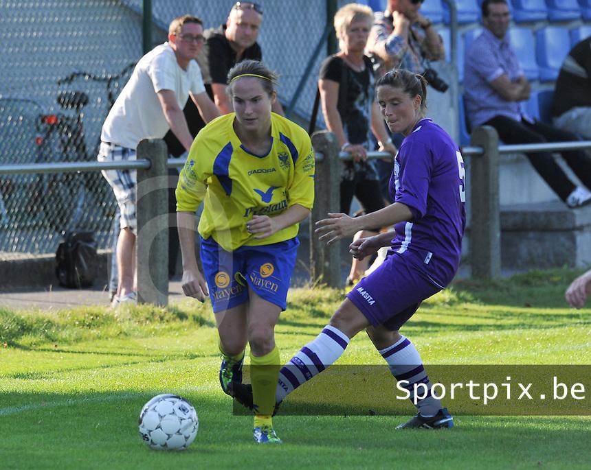 Beerschot Dames - STVV  Sint-Truiden VV Dames :.Kristien Elsen aan de bal voor Thais Oosters.foto JOKE VUYLSTEKE / Vrouwenteam.be