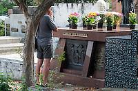 SÃO PAULO-SP-02,11,2014-DIA DE FINADOS-Movimentação no Cemitério São Paulo na manhã desse domingo,02.Bairro da Vila madalena;Região oeste da cidade de São Paulo.(Foto:Kevin David/Brazil Photo Press)