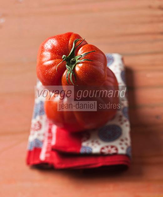 Gastronomie générale/Tomate Coeur de Boeuf - Stylisme : Valérie LHOMME