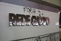 SÃO PAULO, SP - 30.08.2013: MANIFESTAÇÃO CONTRA GLOBO - Grupo de manifestantes Saem da estação Berrine sentido a Rede Globo nesta sexta-feira, (30). (Foto: Marcelo Brammer/Brazil Photo Press)