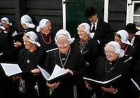 Zaanse Schans Folkloredag. Wieringer Sanghers in klederdracht