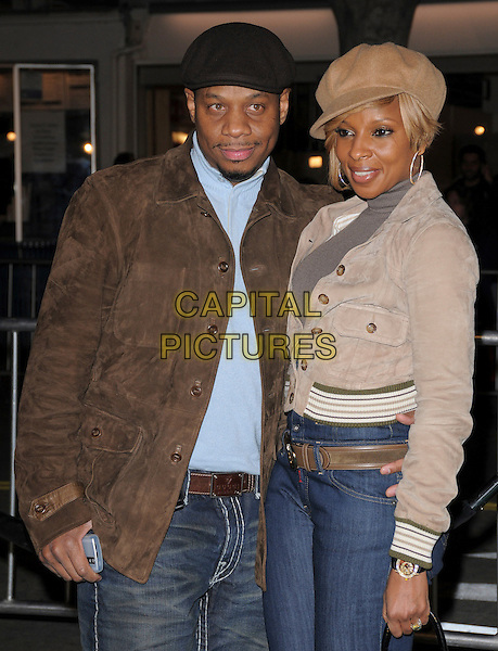 "KENDU ISAACS & MARY J. BLIGE.Overature Pictures' L.A. Premiere of ""Mad Money"" held at The Mann Village Theatre in Westwood, California, USA..January 9th, 2008.half length jeans denim beige hat jacket bag purse brown gold married husband wife.CAP/DVS.©Debbie VanStory/Capital Pictures"