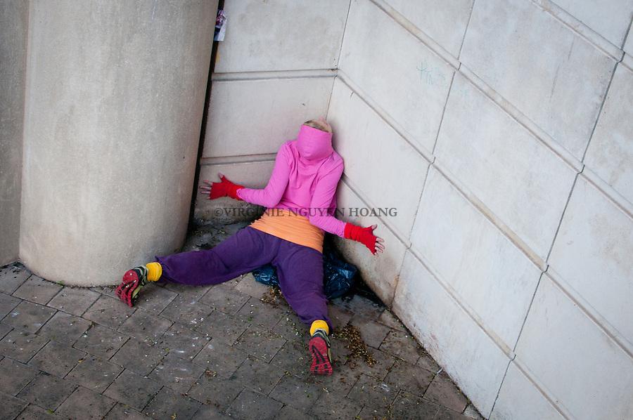 """Dans le cadre du festival ZAT, la compagnie Willi Dorner presente son spectacle """"bodies in urban spaces"""" pour la premiere fois a Montpellier...For the festival ZAT, the company Willi Dormer presents its show """"bodies in urban spaces""""."""