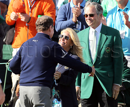 08.04.2016. Augusta, GA, USA - Tom Watson gets a hug from his wife Hilary, as Billy Payne, Masters chairman looks on, after Watson finished his round on the 18th green, during his final Masters appearance, in the second round of the 80th Masters at the Augusta National Golf Club on Friday, April 8, 2016, in Augusta, Ga