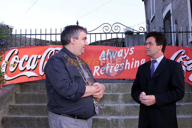 Mayor Sean Collins welcomes Minister Noel Dempsey to Millmouni for the Launch of the Feile na Boinne Festival sponsored by Drogheda Concentrates.Picture Fran Caffrey Newsfile