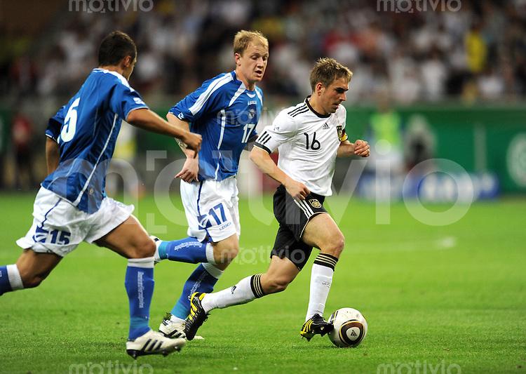 Fussball International:  Testspiel       Deutschland - Bosnien Herzegowina          03.06.2010 Philipp Lahm (re, Deutschland) gegen Senijad IBRICIC (li, Bosnien)