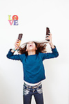 Purmerend, 10 februari 2016<br /> Faye Baasaron<br /> Faye met chocoladerepen<br /> Foto Felix Kalkman