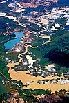 Garimpo de ouro no Rio Xingú, Reserva Florestal Gorotire, Pará. 1997. Foto de Cynthia brito.