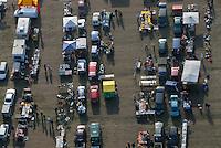 Flohmarkt: EUROPA, DEUTSCHLAND, Mecklenburg Vorpommern, (EUROPE, GERMANY), 04.03.2007: Flohmarkt auf einem Feld bei Boizenburg, Verkauf, Treffen, Treffpunkt, Sonntags Ausflug, Bummeln, Markt, Angebot,  Handel, auf der gruenen Wiese,  Logistik, Luftbild, Luftaufname, von oben, .c o p y r i g h t : A U F W I N D - L U F T B I L D E R . de.G e r t r u d - B a e u m e r - S t i e g  1 0 2,  .2 1 0 3 5  H a m b u r g ,  G e r m a n y.P h o n e  + 4 9  (0) 1 7 1 - 6 8 6 6 0 6 9 .E m a i l      H w e i 1 @ a o l . c o m.w w w . a u f w i n d - l u f t b i l d e r . d e.K o n t o : P o s t b a n k    H a m b u r g .B l z : 2 0 0 1 0 0 2 0  .K o n t o : 5 8 3 6 5 7 2 0 9.C  o p y r i g h t   n u r   f u e r   j o u r n a l i s t i s c h  Z w e c k e, keine  P e r s o e n  l i c h ke i t s r e c h t e   v o r  h a n d e n,  V e r o e f f e n t l i c h u n g  n u r    m i t  H o n o r a  n a c h  MFM, N a m e n s n e n n u n g und B e l e g e x e m p l a r !...
