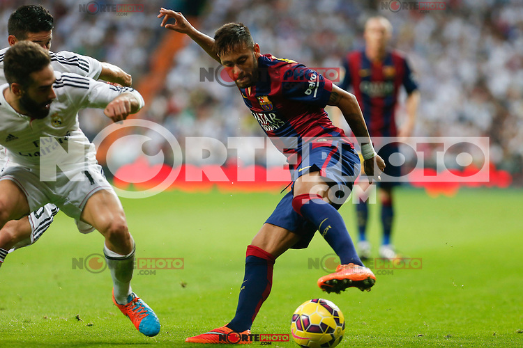 Real Madrid´s Carvajal (L) and Barcelona´s Neymar Jr during La Liga match between Real Madrid and F.C. Barcelona in Santiago Bernabeu stadium in Madrid, Spain. October 25, 2014. (ALTERPHOTOS/Victor Blanco) /nortephoto.com