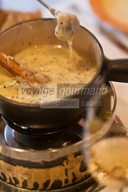 Europe/France/Rhone-Alpes/73/Savoie/Courchevel:  fondue aux truffes au restaurant de Jacques Trauchessec : La Saulire