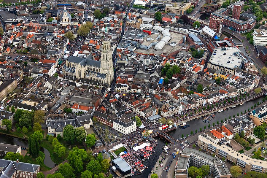 Nederland, Noord-Brabant, Breda, 09-05-2013; centrum van Breda, rond de  Grote of Onze-Lieve-Vrouwekerk. <br /> Water van Spanjaardsgat overgaand in Prinsenkade.<br /> Drukte vanwege Breda Jazz Festival 2013.<br /> Center of Breda, around the Great Church.<br /> Many people around because of the Breda Jazz Festival 2013.<br /> luchtfoto (toeslag op standard tarieven);<br /> aerial photo (additional fee required);<br /> copyright foto/photo Siebe Swart.