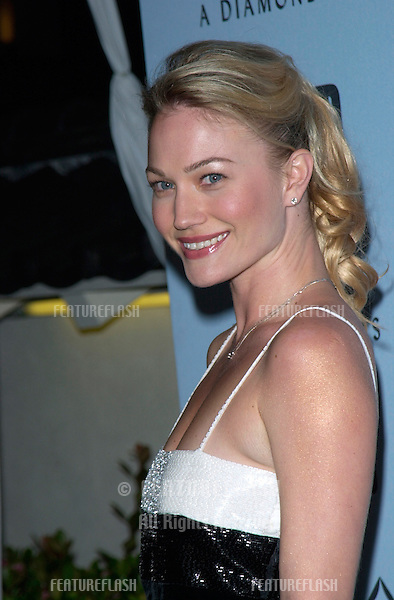 Australian actress SARAH WYNTER at Black, White & Diamonds pre-Oscar party in Beverly Hills..21MAR2001.   © Paul Smith/Featureflash