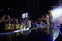 """SAO PAULO, SP, 09 DE MARÇO DE 2013. SHOW SORRISO MAROTO. O quinteto carioca Sorriso Maroto apresenta o  show """"Sorriso 15 anos"""" na noite deste sábado no Credicard Hall, na zona sul da capital paulista. FOTO ADRIANA SPACA/BRAZIL PHOTO PRESS"""