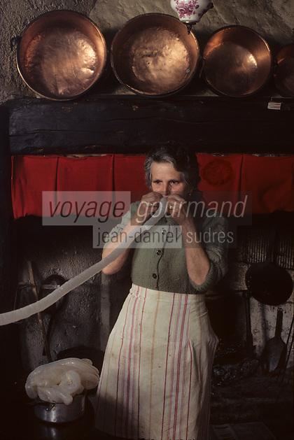 Europe/France/Midi-Pyrénées/09/Ariège/Pays de Foix/Serres-sur-Arget : Préparation du boudin ariégeois à la ferme<br /> PHOTO D'ARCHIVES // ARCHIVAL IMAGES<br /> FRANCE 1980