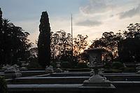 SÃO PAULO,SP,16.10.2015 - CLIMA-TEMPO - Por-do-sol é visto pelo Museu do Ipiranga, zona sul da São Paulo, nesta sexta-feira, 16. (Foto: Carlos Pessuto/Brazil Photo Press)