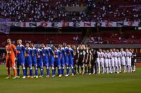 SÃO PAULO, SP, 20 DE JULHO DE 2013 - CAMPEONATO BRASILEIRO - SÃO PAULO x CRUZEIRO: Jogadores de São Paulo e Cruzeiro durante partida São Paulo x Cruzeiro, válida pela 8ª rodada do Campeonato Brasileiro de 2013, disputada no estádio do Morumbi em São Paulo. FOTO: LEVI BIANCO - BRAZIL PHOTO PRESS.