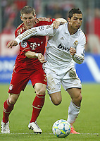 FUSSBALL: Champions League, Halbfinale, Hinspiel, FC Bayern Muenchen - Real Madrid, Muenchen, 17.04.2012..Bastian Schweinsteiger (Bayern, l.) - Cristiano Ronaldo (Real)..© pixathlon