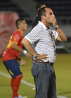 BARRANQUIILLA -COLOMBIA-30-05-2013. Jaime de La Pava técnico de Uniauntónoma durante partido con Atlético Nacional por la fecha 10 de la Liga Postobón II 2014 jugado en el estadio Metropolitano de la ciudad de Barranquilla./ Jaime de La Pava coach of Uniautonoma during match against Atletico Nacional for the 10th date of the Postobon League II 2014 played at Metropolitano stadium in Barranquilla city.  Photo: VizzorImage/Alfonso Cervantes/STR