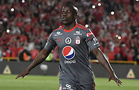 BOGOTA - COLOMBIA, 23-01-2018: Carmelo Valencia (Izq) del América de Cali celebra después de anotar un gol a Deportivo Cali durante partido por el Torneo Fox Sports 2018 jugado en el estadio Nemesio Camacho El Campín de la ciudad de Bogotá. / Carmelo Valencia (L) of America de Cali celebrates after scoring a goal to Deportivo Cali during match for the Fox Sports Tournament 2018  played at the Nemesio Camacho El Campin Stadium in Bogota city. Photo: VizzorImage / Gabriel Aponte / Staff.