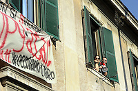 Roma, 10 Novembre 2011.Viale del Policlinico.Occupato un deposito ATAC contro la privatizzazione e la dismissione del patrimonio pubblico, in vista della manifestazione del 11/11/2011 al ministero del tesoro