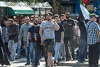 """Etwa 400-500 Menschen demonstrierten am Samstag den 1. Juni 2019 in Berlin mit dem sog. """"Al Quds-Marsch"""" gegen Israel. Alljaehrlich marschieren radikale Islamisten, Anhaenger der Hisbollah und der Diktatur im Iran zum Ende des islamischen Fastenmonats Ramadan durch Berlin und rufen zum Kampf gegen Israel auf. Sie wollen """"die Juden"""" aus Jerusalem (Quds) vetreiben und wollen Israel vernichten. Der """"Quds-Tag"""" wurde 1979 vom iranischen Revolutionsfuehrer Ayatollah Khomeini als politischer Kampftag etabliert, an dem weltweit fuer die Vernichtung Israels geworben wird.<br /> Dagegen protestierten fast 1.000 Menschen. Sie demonstrieren für Solidaritaet mit Israel und protestieren gegen jede Form von antisemitischer und islamistischer Propaganda in Berlin und forderten ein Verbot des Aufmarsches.<br /> Im Bild: Unter den anti-israelischen Demonstranten waren auch Mitglieder des sog. """"Jugendwiderstand"""", einer gewalttaetigen Gruppe aus Berlin. Der Mann in der Mitte macht ein Zeichen des """"Hals abschneiden"""" in Richtung der pro-israelischen Gegendemonstranten.<br /> 1.6.2019, Berlin<br /> Copyright: Christian-Ditsch.de<br /> [Inhaltsveraendernde Manipulation des Fotos nur nach ausdruecklicher Genehmigung des Fotografen. Vereinbarungen ueber Abtretung von Persoenlichkeitsrechten/Model Release der abgebildeten Person/Personen liegen nicht vor. NO MODEL RELEASE! Nur fuer Redaktionelle Zwecke. Don't publish without copyright Christian-Ditsch.de, Veroeffentlichung nur mit Fotografennennung, sowie gegen Honorar, MwSt. und Beleg. Konto: I N G - D i B a, IBAN DE58500105175400192269, BIC INGDDEFFXXX, Kontakt: post@christian-ditsch.de<br /> Bei der Bearbeitung der Dateiinformationen darf die Urheberkennzeichnung in den EXIF- und  IPTC-Daten nicht entfernt werden, diese sind in digitalen Medien nach §95c UrhG rechtlich geschuetzt. Der Urhebervermerk wird gemaess §13 UrhG verlangt.]"""