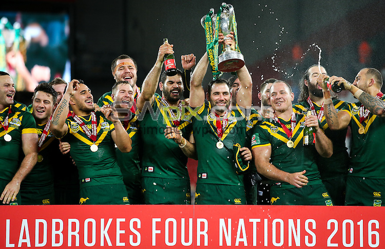 Picture by Alex Whitehead/SWpix.com - 20/11/2016 - Rugby League - Ladbrokes Four Nations Final - Australia v New Zealand - Anfield, Liverpool, England - Australia captain Cameron Smith and team-mates celebrate with the trophy.