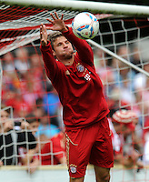 Fussball 1. Bundesliga:  Saison   2011/2012    Testspiel FC Bayern Muenchen  - Traumspiel 23.07.2011 Thomas Mueller (FC Bayern Muenchen) als Torwart im Tor