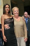 LOS ANGELES - APR 3: Halle Berry, her mother Judith at a ceremony where Halle Berry is honored with a star on the Hollywood Walk of Fame on 3 April 2007 in Los Angeles, California