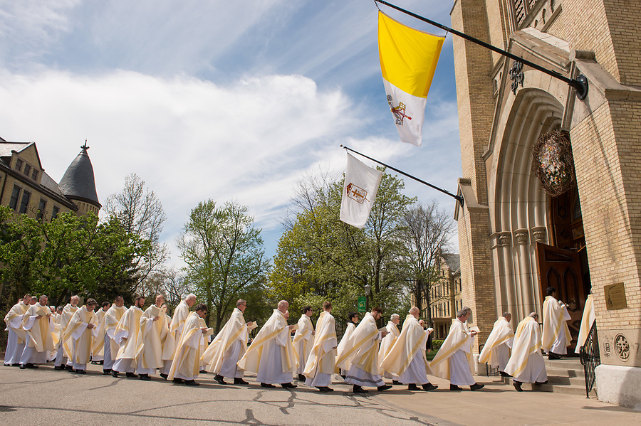 April 22, 2017; Ordination of Rev. Mike Palmer, C.S.C. and Rev. Ryan Pietrocarlo, C.S.C at the Basilica of the Sacred Heart. (Photo by Barbara Johnston/University of Notre Dame)
