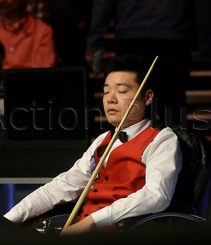 19.02.2016. Cardiff Arena, Cardiff, Wales. Bet Victor Welsh Open Snooker. Neil Robertson versus Ding Junhui.  Ding Junhui watches as Robertson plays a shot