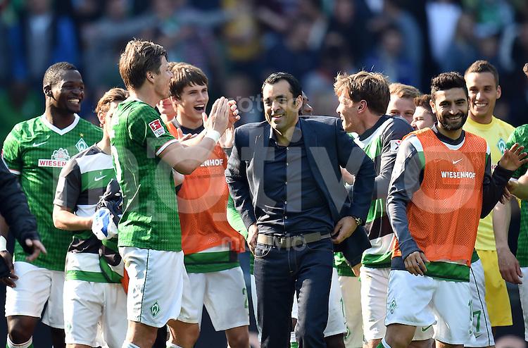 FUSSBALL   1. BUNDESLIGA   SAISON 2013/2014   31. SPIELTAG SV Werder Bremen - 1899 Hoffenhein                   19.04.2014 Trainer Robin Dutt (SV Werder Bremen) feut sich nach dem Abpfiff