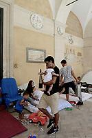 Roma, 13 Agosto 2017<br /> Decine di famiglie si accampano con tende nella Basilica dei Santi Apostoli dopo lo sgombero del palazzo occupato in Via Quintavalle avvenuto il 10 agosto