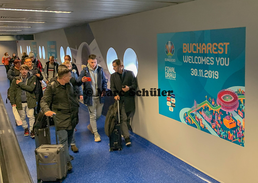 Begrüßungsschild am Flughafen Otopeni - 30.11.2019: UEFA EURO2020 Auslosung, Romexpo Bukarest, DISCLAIMER: UEFA regulations prohibit any use of photographs as image sequences and/or quasi-video.