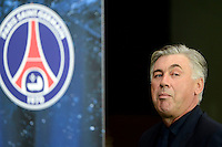 PARIS, FRANCA, 18 SETEMBRO 2012 - LIGA DOS CAMPEOES - PSG X DINAMO KIEV - O treinador Carlo Ancelotti do Paris Saint-Germain durante partida contra o Dinamo Kiev no estadio Parc des Princes em Paris na Franca, nesta terca-feira, 18. (FOTO: PXATHLON / BRAZIL PHOTO PRESS).