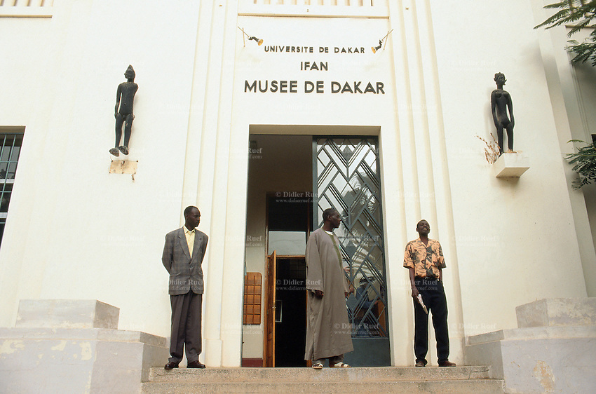 Senegal. Dakar. Ifan museum. The largest collection of african art (tribal and primitive) is owned by the museum. Main entrance. © 2000 Didier Ruef