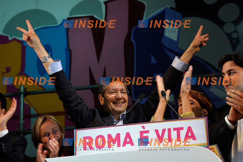 Ignazio Marino .Roma 24/5/2013 Piazza San Giovanni.Manifestazione di chiusura della campagna elettorale del Partito Democratico per le elezioni del Sindaco di Roma .Foto Andrea Staccioli Insidefoto.
